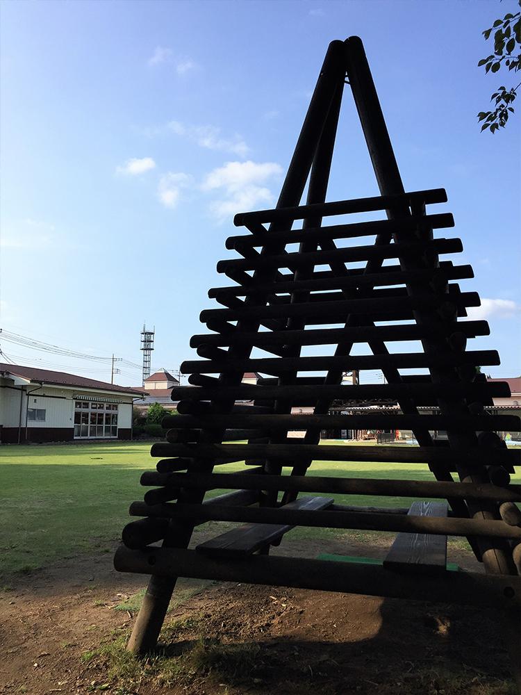 三角丸太小屋
